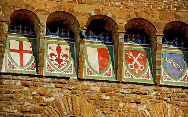 Scudi, bandiere e altre storie nel Palazzo Vecchio a Firenze. gli stemmi e le bandiere